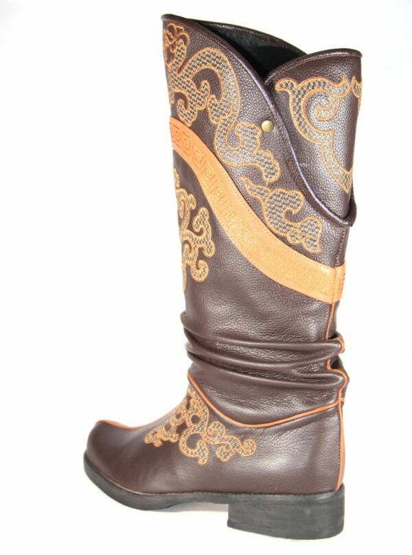 Crankled Mongolian shoes
