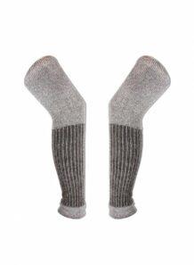 коричневая и серая нога