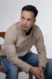 深棕色男衬衫