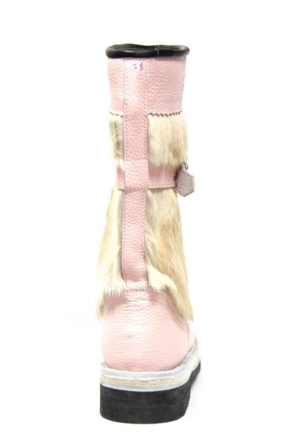 白色和粉红色的毛皮靴子