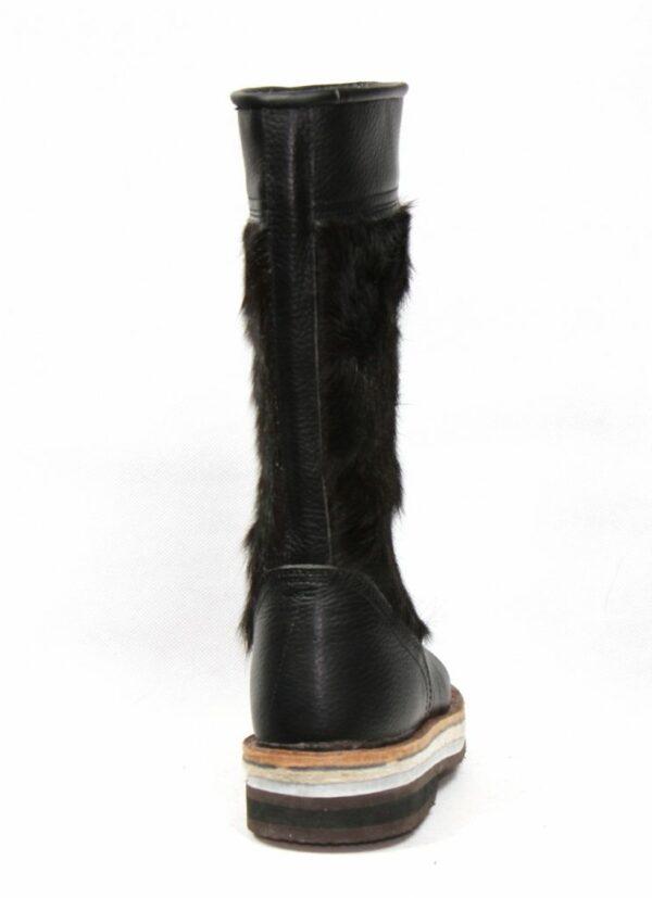 黑色毛皮靴子