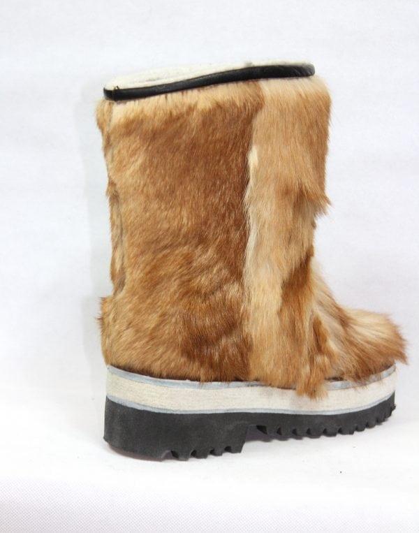 妇女布朗毛皮靴子