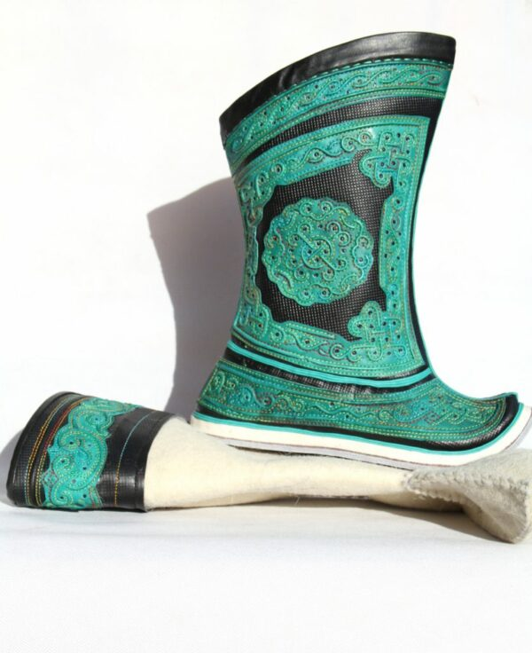 Mongolian boots with felt stocking