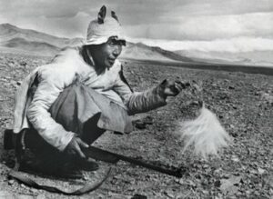 Man hunting marmot