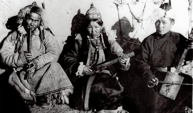 mongols playing tsuur