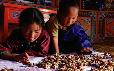 kids playing anklebone