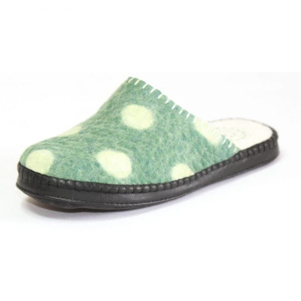 Side of Spotted Green Slipper