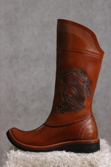 14 century brown cowhide boots