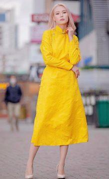 women yellow deel